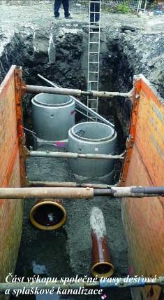 Část výkopu společné trasy dešťové a splaškové kanalizace.