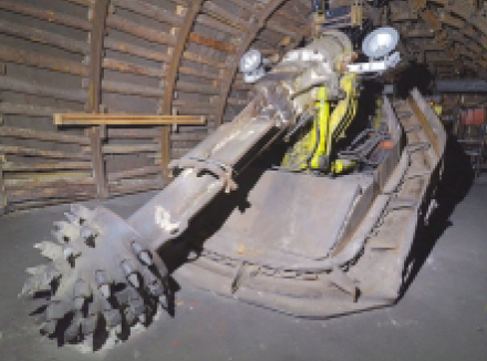 Razicí kombajn PK-3R cestoval z Podkrušnohorského technického muzea zpět do těžby. Foto: Martin Přibil