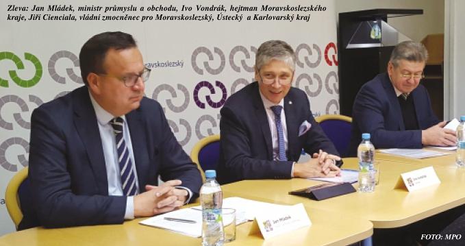 Zleva: Jan Mládek, ministr průmyslu a obchodu, Ivo Vondrák, hejtman Moravskoslezského kraje, Jiří Cienciala, vládní zmocněnec pro Moravskoslezský, Ústecký a Karlovarský kraj