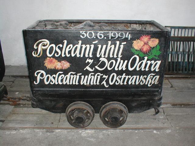 Obr. 1 Poslední vůz černého uhlí, slavnostně vytěžený z Dolu Odra 30. 6. 1994.