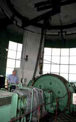 Těžní stroj v kruhové těžní věži v lokalitě Sviadnov.