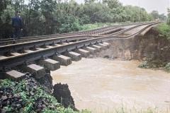 Místo vykolejení EC Sobieski po zřícení obou částí mostu - foto z netu
