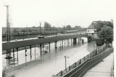 Ostrava-Svinov - zatopené opavské nástupiště 9.7.1997 - foto Mojmír Leštinský