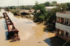 vlečka Koksovna Šverma - při maximu voda dosahovala až k nápisu Šverma - 11.7.1997 - foto Mojmír Leštinský