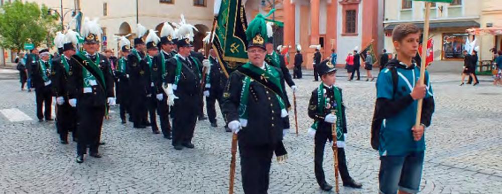 Vpráci fáračky avevolnu uniforma, chlapi zOKD ukrojovaných horníků